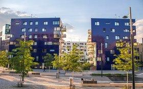 Foto von zwei modernen Wohngebäuden in Wien
