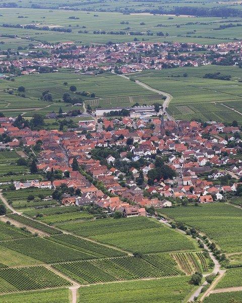 Luftbild eines kompakten Ortszentrums